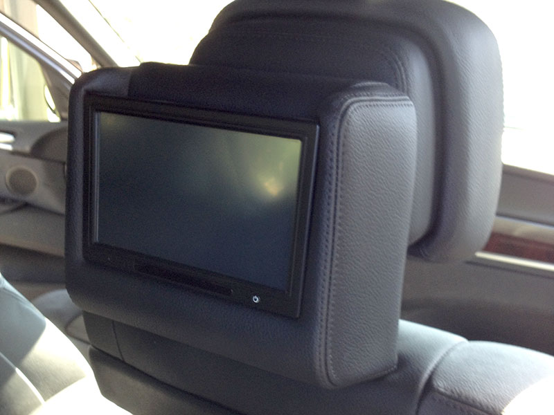 R-Rover-custome-rear-headrest-video-system